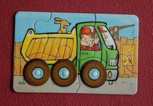 leg puzzel vrachtwagen- tips hoe je speelgoed praktisch sorteert en opruimt
