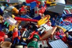 Lego steentjes en Lego poppetjes. Leer kind speelgoed opruimen - Gewoon Opgeruimd